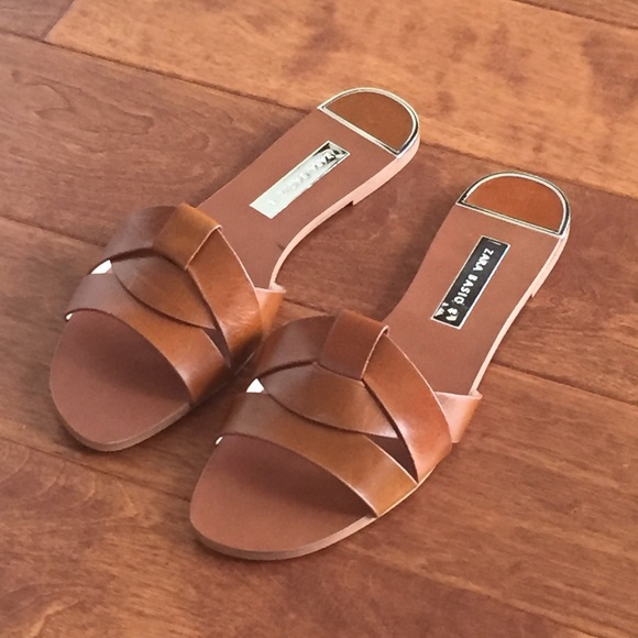 6a5257fe17d Zara leather crossover sandals. M 5b86d55d9fe486952954a2da